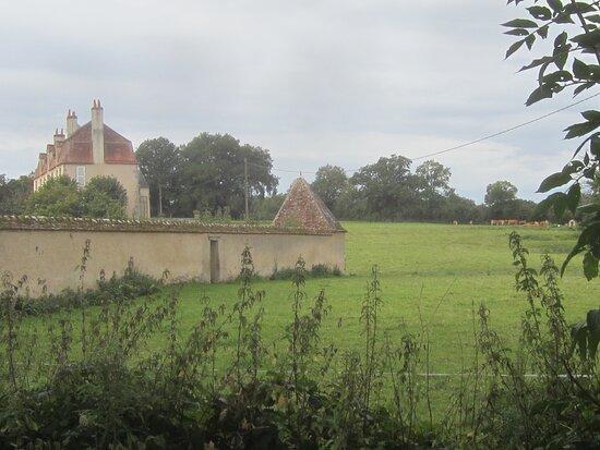 Château du Breuil Yvain. Vue 90. Le Domaine, Côté Droit. 18 Septembre 2021. Orsennes.