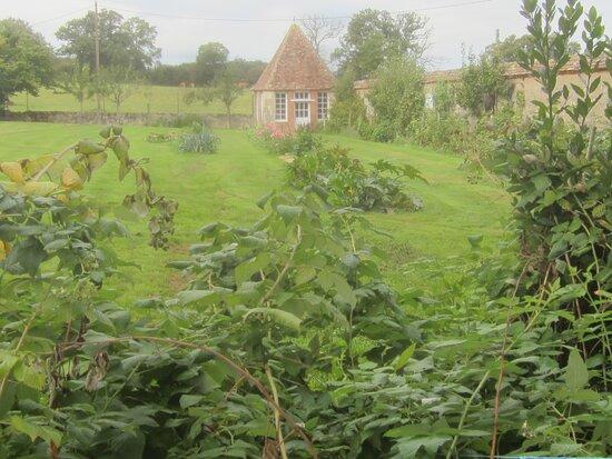 Château du Breuil Yvain. Vue 89. Les Jardins, Côté Droit. 18 Septembre 2021. Orsennes.