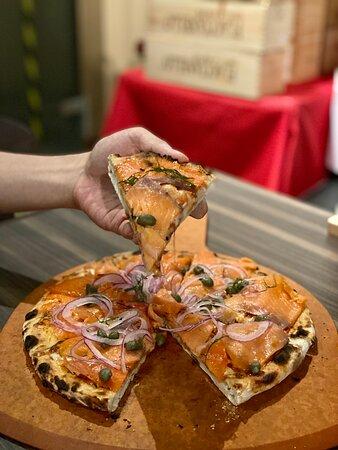 Pizza al Salmone Affumicato $160
