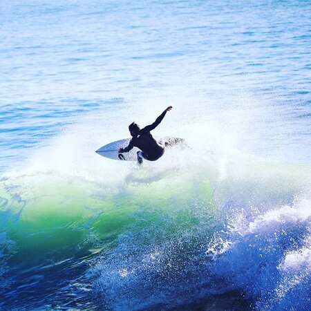 SURF GUIDING The Surf Guiding package provides you with a local Surf Guide who will take you to the best waves Morocco has to offer. Get the best and unparalleled local knowledge to access world class, uncrowded waves – all whilst staying in the comfort in our property. The focus of this package is to surf the best possible waves on offer for your level.  This offer can be booked for stays of 4 nights or more.  FROM  €419.00 PER PERSON / WEEK FROM €60.00 PER PERSON / NIGHT