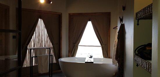 Salle de bains immense
