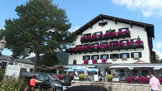 Das Seehotel zur Post in Tegernsee mit Terrasse (an der Durchgangsstraße mit Seeblick)