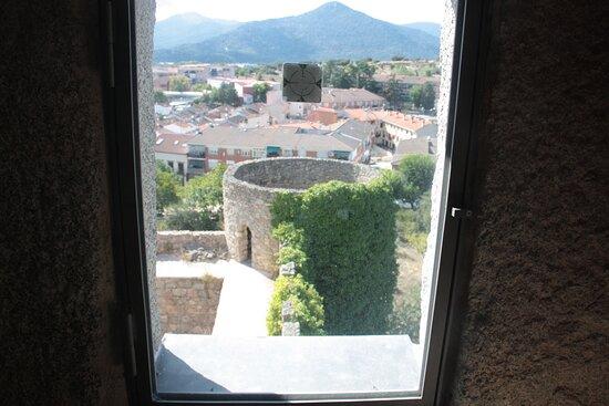 Vista del torreón pendiente de reformar desde la ventana de una sala en la torre del homenaje