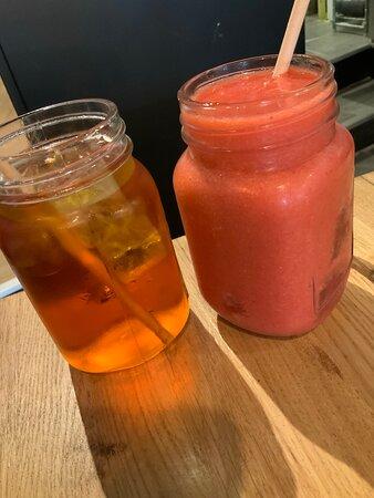 Thé glacé rooibos et smoothie prune