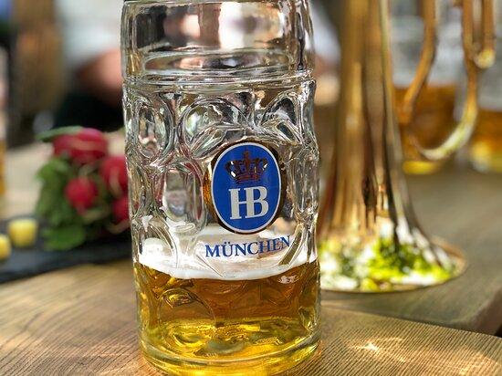 Bier und Musik - so muss es sein.