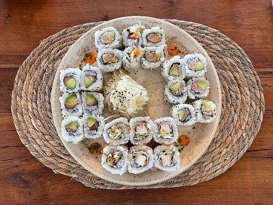Nouvelle déco et grosse nouveauté ! Aujourd'hui c'est un Bistro asiatique avec Bar à Sushi et Bar à Cocktails 🤩 Très belle découverte 😍