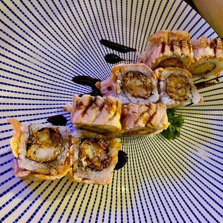 Comendo no ZUR pra variar, não tem como vir no EZ e não comer aqui .. um dos melhores japonês de SP, sem falar o atendimento, espetáculo! Não deixe de experimentar o uramaki ebi especial Na verdade não deixe de experimentar: temaki ebi, temaki spice tuna, o combinado especial, barriga de salmão, tempurá misto… muitas opções! Vale a pena algumas visitas pra variar o cardápio!