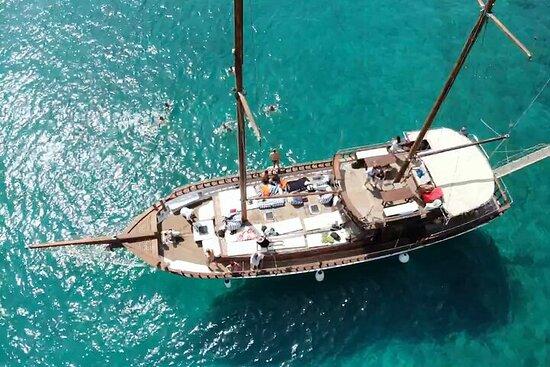 Excursion d'une journée complète en bateau sur 3 îles au départ du...