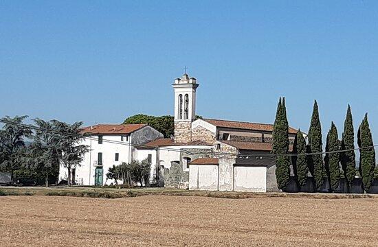 Prato, Italia: panoramica della Pieve di Sant'ippolito In Piazzanese.