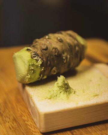 En KIĀTO nuestra principal premisa es ofrecer siempre la máxima calidad en todos nuestros productos y platos, por eso siempre buscamos los productos más frescos, naturales y especiales posibles.  Muestra de ello es nuestro wasabi natural que hemos incorporado a nuestra cocina y que tanto os esta enamorando.