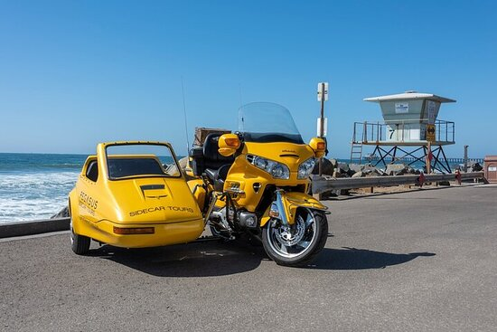 Oceanside, Auto Museum & Winery Tour & Tasting
