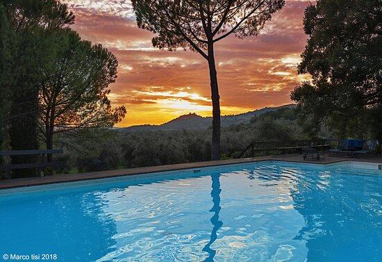 Roccatederighi, Ιταλία: The seasonal pool in September