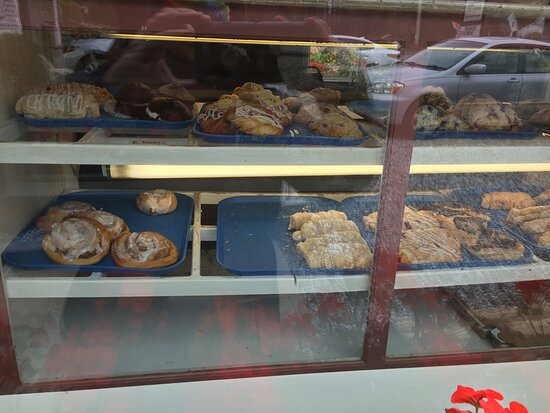 Tenants Harbor, ME: Look in the window to see all the pastries on display