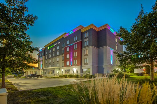 Dusk at Holiday Inn Express and Suites Woodstock