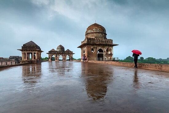 3-Day Jyotirlinga Temples and Mandu City Private Guided Tour