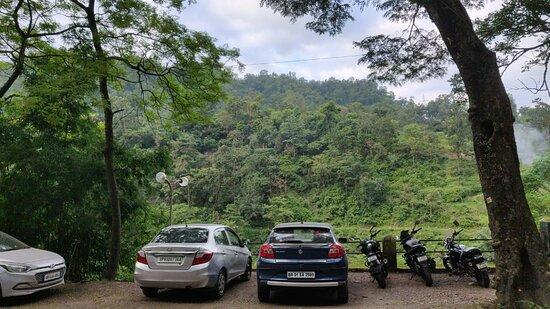 Dugadda, India: Parking
