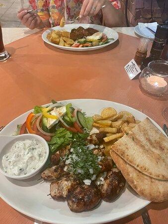 Amazing food & family feel the restaurant