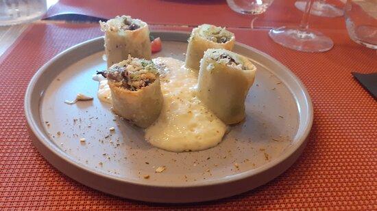 Conflans-sur-Anille, France: cannelloni d' escargots ,écume de lentille de corailet pleurotes