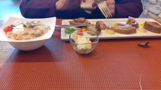 Conflans-sur-Anille, France: Tete de veau sauce gribiche et son risotto aux cèpes