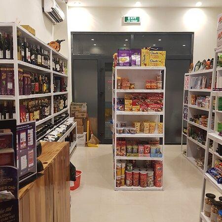 פו קווק איילנד, ויטנאם: Alcohol, wine, tea, coffee, beer, soft water, water, milk, candies, cookies, souvenir.