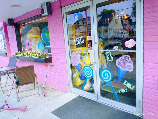 Pucker Up Candy Shoppe