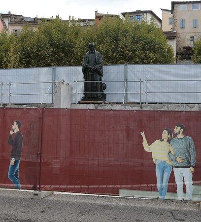Statue De Pierre Gassendi