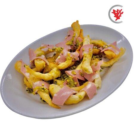 Straccetti di pizza fritti con crema di pistacchio, mortadella di Bologna IGP e granella di pistacchio all'uscita