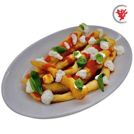 Straccetti di pizza fritta ripieni di ricotta nostrana con salsa di pomodoro fresco e basilico all'uscita