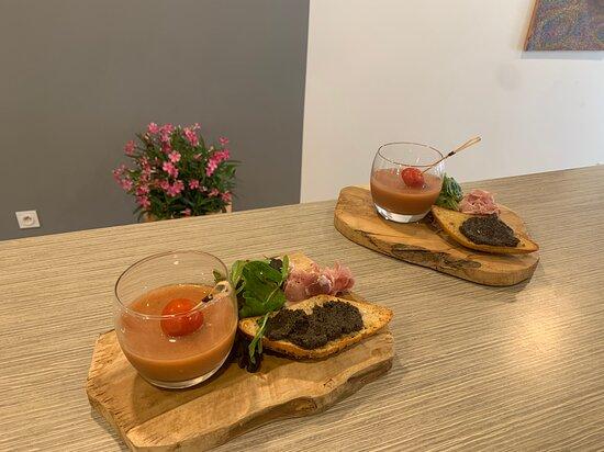 Saint-Brevin-l'Ocean, France: Gaspacho de tomates et jambon vendéen accompagné de tapenade maison