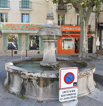 Fontaine De La Place Jmg Itard