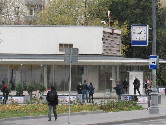Leninskiy Prospekt Metro Station