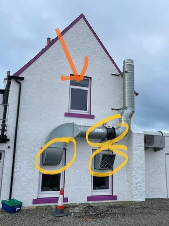 Dunnet, UK: The room Angus is situated directly above noisy ventilation fans and next to the kitchen exit/bins so can be noisy until the kichen closes.