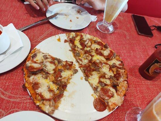 Matola, Moçambique: Terrible Pizza