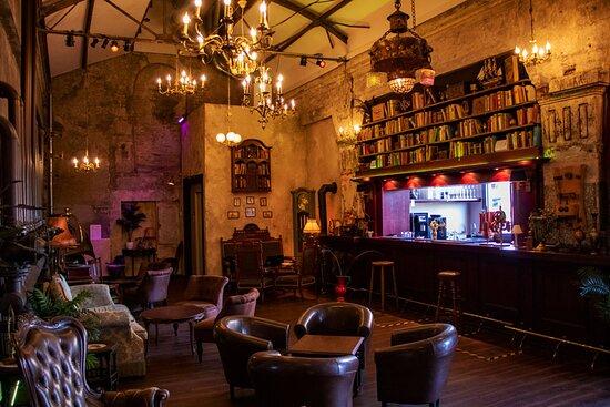 ELORIA – Bar & Lounge