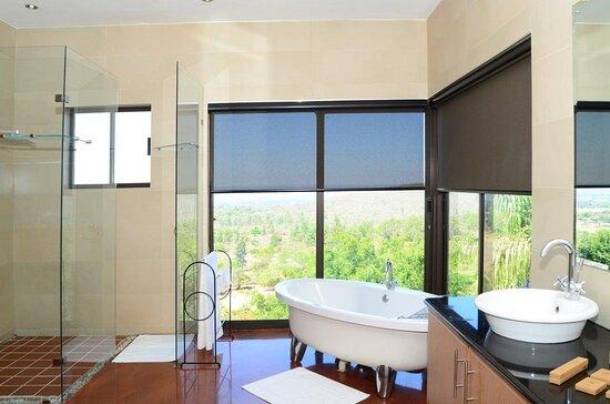 Louis Trichardt, South Africa: Deluxe King room - Bathroom