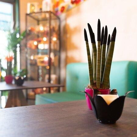 Azalè Flower Bar