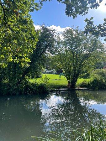 Dogmersfield, UK: Beautiful location nestled in the Hampshire countryside…. Fabulous Georgian interiors