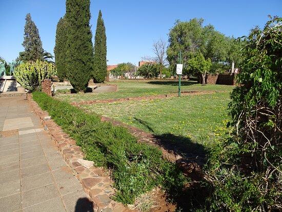 Oppenheimer Gardens