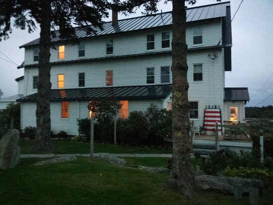 Spruce Head, ME: Causeway Restaurant is located within an inn