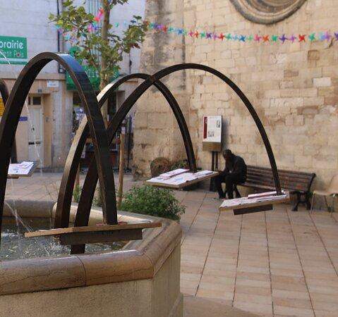 Fontaine De La Place Saint Sauveur