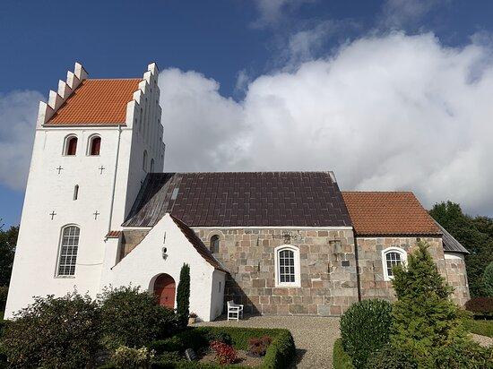 Træden Kirke