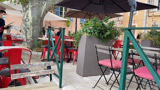 Tourrettes, Francia: La Pause...of was het pauze na 14u ?