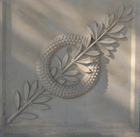 Monument Aux Morts De Greoux-les-bains