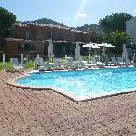 l'arrière de l'hotel avec piscine