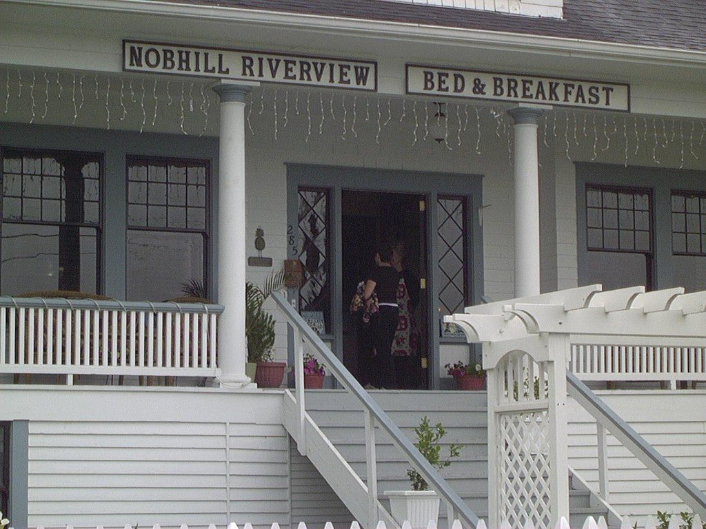 Nob Hill Riverview Bed & Breakfast