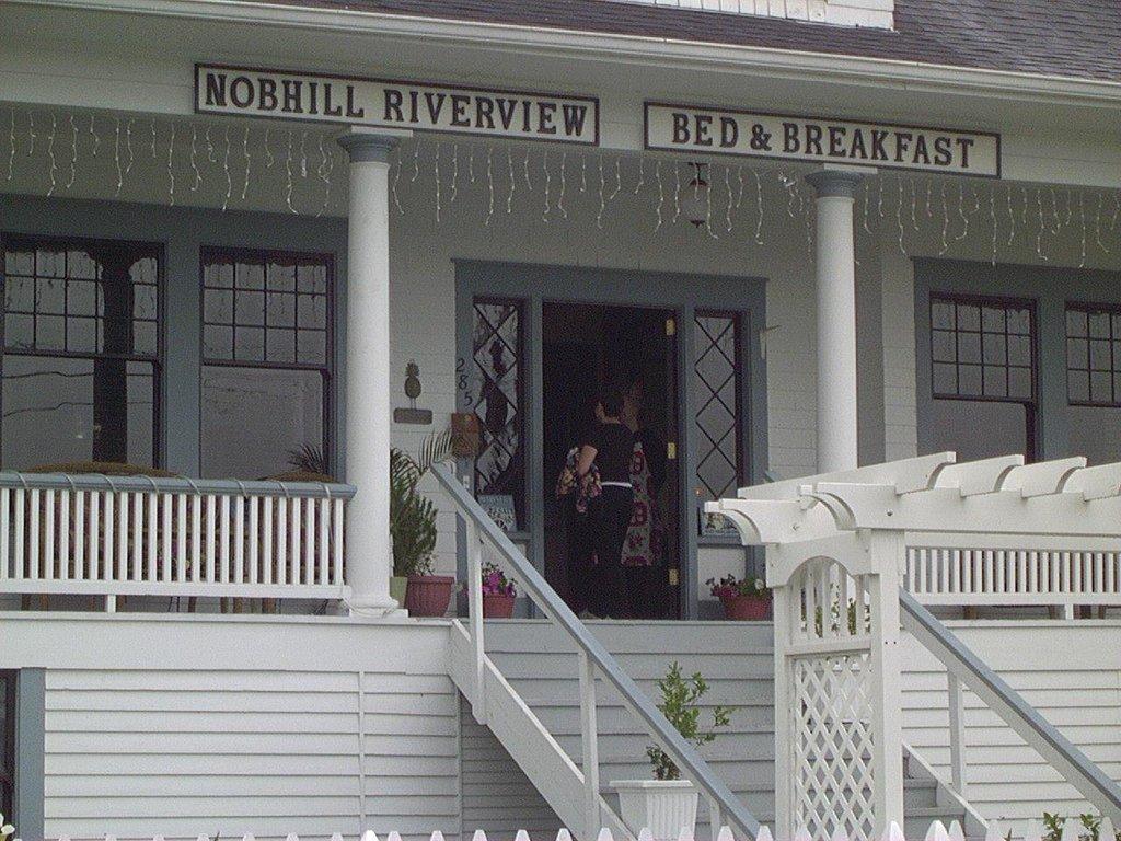 Nob Hill Riverview Bed & Breakfast