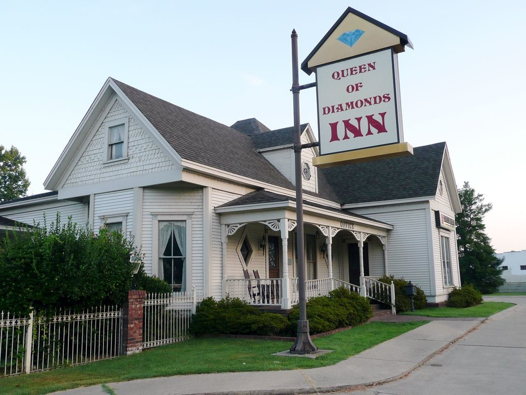 ‪Queen of Diamonds Inn‬