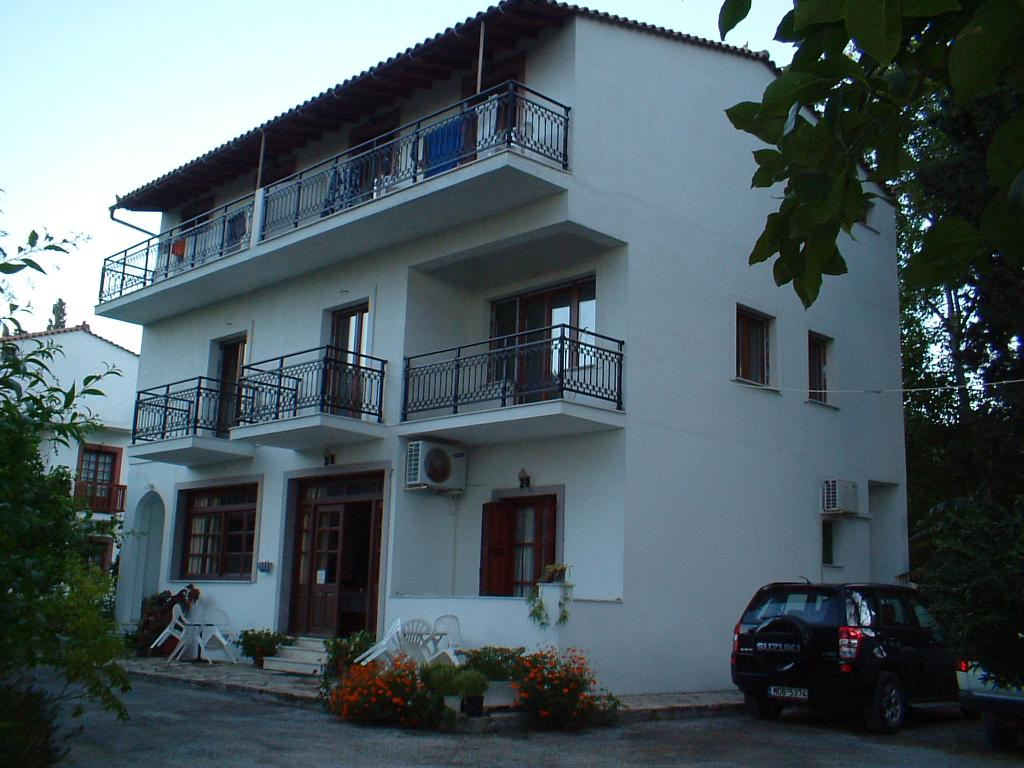 Alekos Rooms and Apartments