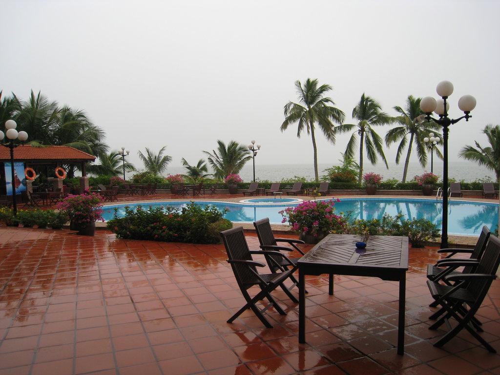 Au Lac Resort