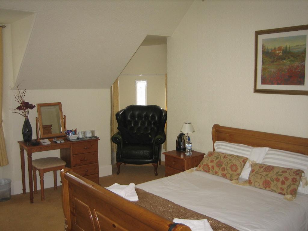 Broadstone Lodge Guest House